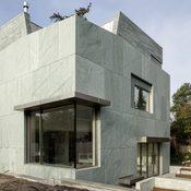 Privat - Fassade aus Orthogneis Verde Andeer - www.zappearchitekten.de