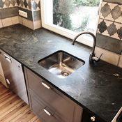 Privat - Küchenarbeitsplatte aus Chloritgneis Dorfergrün Oberfläche satiniert