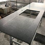 Privat - Küchenarbeitsplatte mit Abtropffläche aus Gabbro Nero Africa Oberfläche