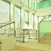 DIN Kantine - Boden und Treppen aus Kalkstein - www.din.de