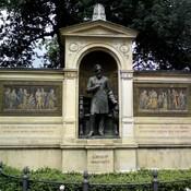 Albrecht v. Graefe Denkmal - Restaurierung Sandstein und Terracotta