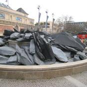 Ammonitenbrunnen - aus Schiefer und Granit - www.ba-mitte.berlin.de