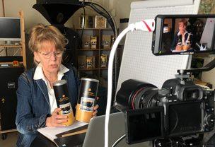 Marianne Krassort bei einem Online Röstseminar