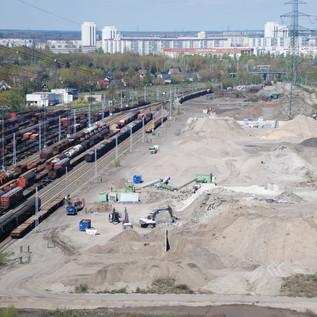 Auf der 16ha großen Recyclinganlage an der Landsberger Allee können bis zu 600.000 Tonnen Material aufgenommen und fü