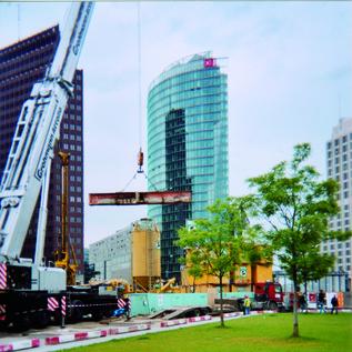 Spezialabbruch der U-Bahn Überbauung des Fürstenhofhotels bei laufendem U-Bahnbetrieb, Leipziger Platz 1