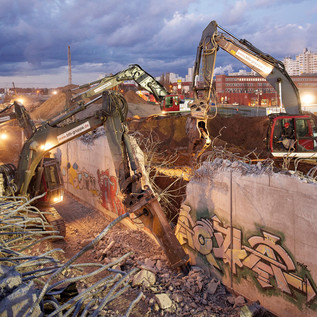 In 48 Stunden zwei Bahndammabschnitte mit 13.000 m3 und ein Tunnelbauwerk von 70 Metern Länge zurückzubauen