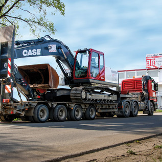 Schwertransporte bis 60 Tonnen Gesamtgewicht werden mit Ausnahmegenehmigung gefahren