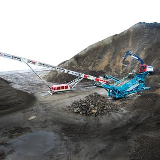 55 Tonnen schwere Siebanlage mit einer Leistung von bis zu 900 t/Std.