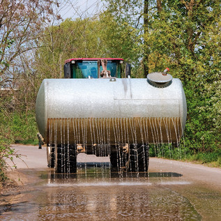 Staubbindung durch Bewässerung, für innerstädtische Baustellen eine staub- und emissionsmindernde Maßnahme