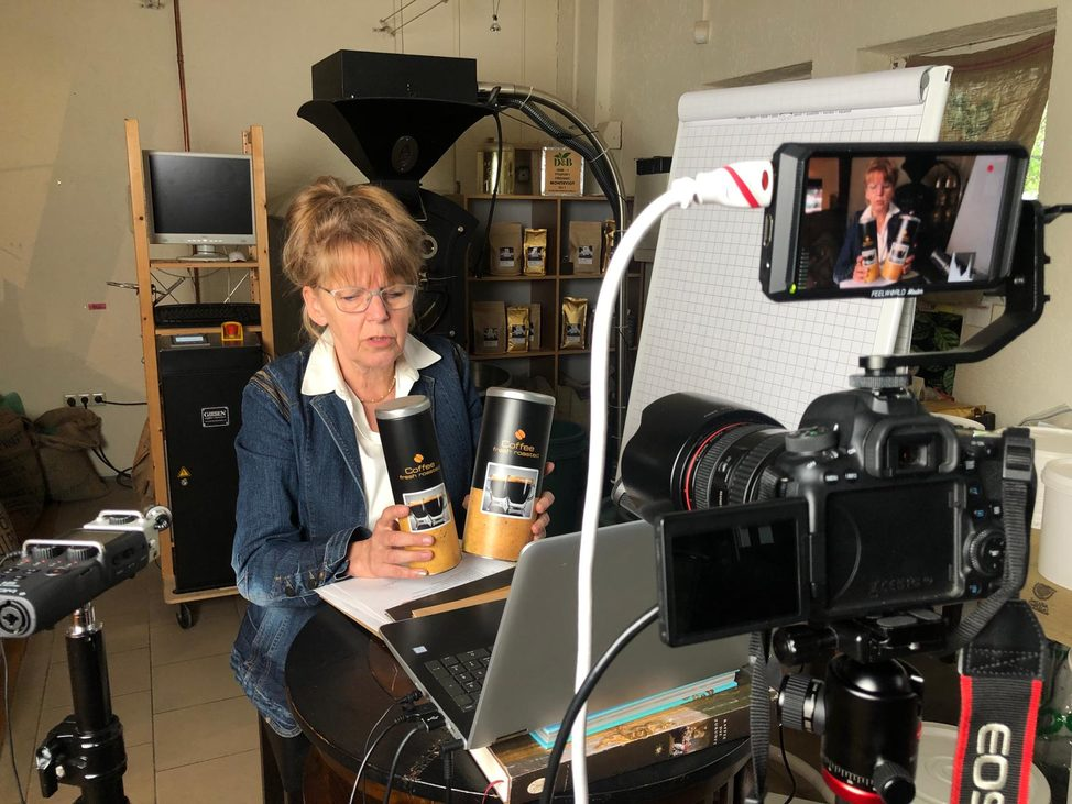 Die Rösterin erklärt verschidene Kaffeesorten